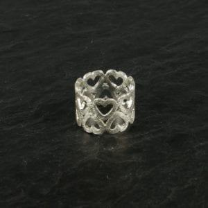 Fingerring Bred med hjerter Sølv
