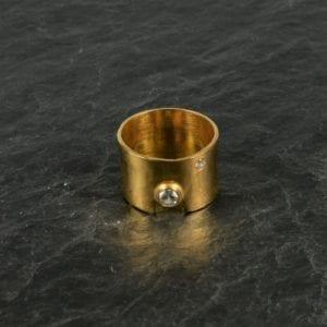 Fingerring Bred med krystaller Guld