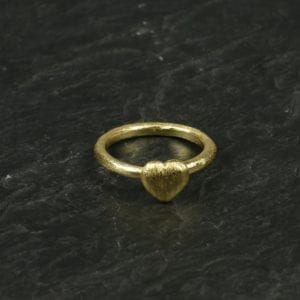 Fingerring med hjerte/Guld