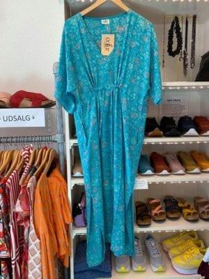 Vintage sarisilk Pernille dress turquoise flowers Onesize
